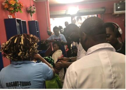 See Sanwo-Olu Fixing A Lady's Hair In A Saloon In Lagos (Photos)