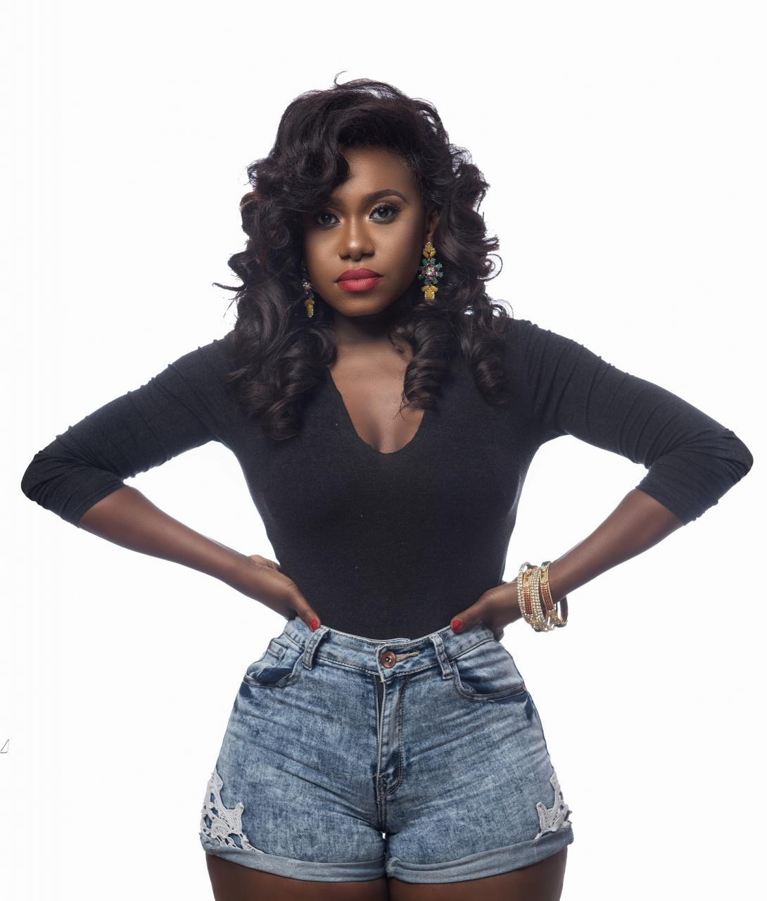 Popular Singer, Niniola Purchases JAMB Form For 30 Students