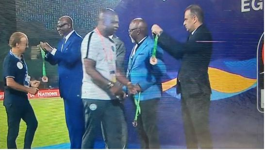 AFCON 2019: Pinnick 'Snubs' Rohr During Bronze Medal Presentation (Video)
