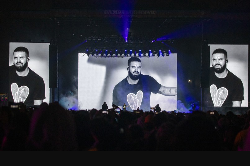 Reason Why Drake was booed on stage  (Video)