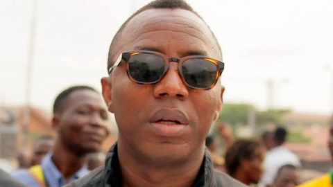 DSS Operatives Fire Bullets And Teargas At Crowd Protesting Sowore's Release (Video)